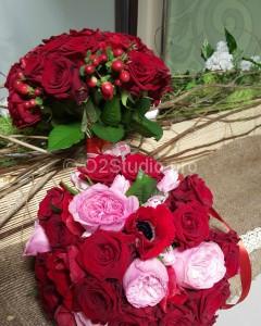 Букет европейский плотный. D=30см Состав: роза английская пионовидная, роза одноголовая, анемона Стоимость: 5100р