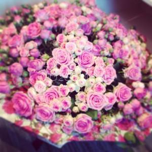 Букет классический из кустовых роз. Диааметр 90см. Стоимость: 9000р.  Арт. 0025 | O2Studio