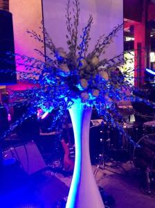 Композиция на фуршетную линию. Состав: орхидея дендробиум, хризантема сантини,розы Стоимость:8300р