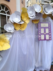 Лимонная свадьба. Оформление входа бумажными цветами. План рассадки гостей. Деревянные слова на свадьбу.