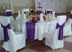 Лимонная свадьба. Композиция для украшения стола гостей. Композиция с лимонами. Текстиль для свадьбы - банты на стулья и полоски на столы.