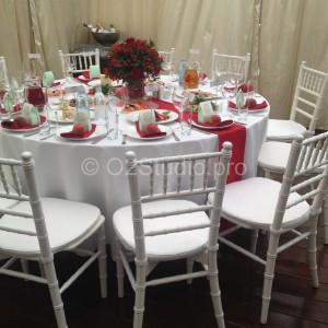 Стол для гостей украшен в стиле фрукта красный персик