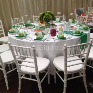 Стол для гостей украшен в стиле фрукта зеленое яблоко