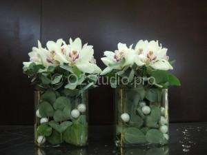 Композиция на стойку ресепшн в офис. Состав: орхидея цимбидиум, листья эвкалипта. Стоимость: 2000р за шт