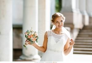 Нежный свадебный букет из английских роз, астильбы и матиолы. Стоимость: 5500р