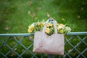 """Сумки из мешковины для цветов - наша новая разработка для модного букета. Практично, стильно,удобно. Необычный модный букет. В коллекции сумки из мешковины трех размеров: """"S"""" """"M"""" """"L"""". Стоимость: от 1500р"""