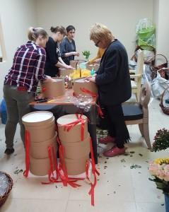 Рабочий процесс флористов в период 8 марта.