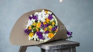 Букет из весенних цветов микс Стоимость: 2000р