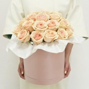 Шляпная коробка с розами Стоимость: 35шт =2250р